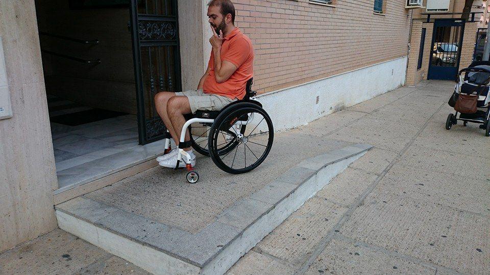 Las 10 rampas accesibles m s absurdas todo disca blog for Sillas para escaleras minusvalidos